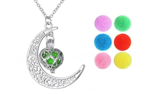 Locket Necklace of Aromatherapy Heart of the Moon